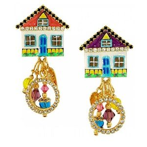 Cottage Cheese House Clip Earrings (Goldtone)